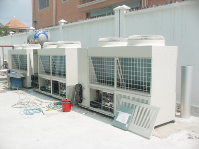 Installed air cooled chiller unit
